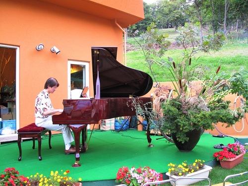 ガーデンパーティー ピアノコンサート.JPG